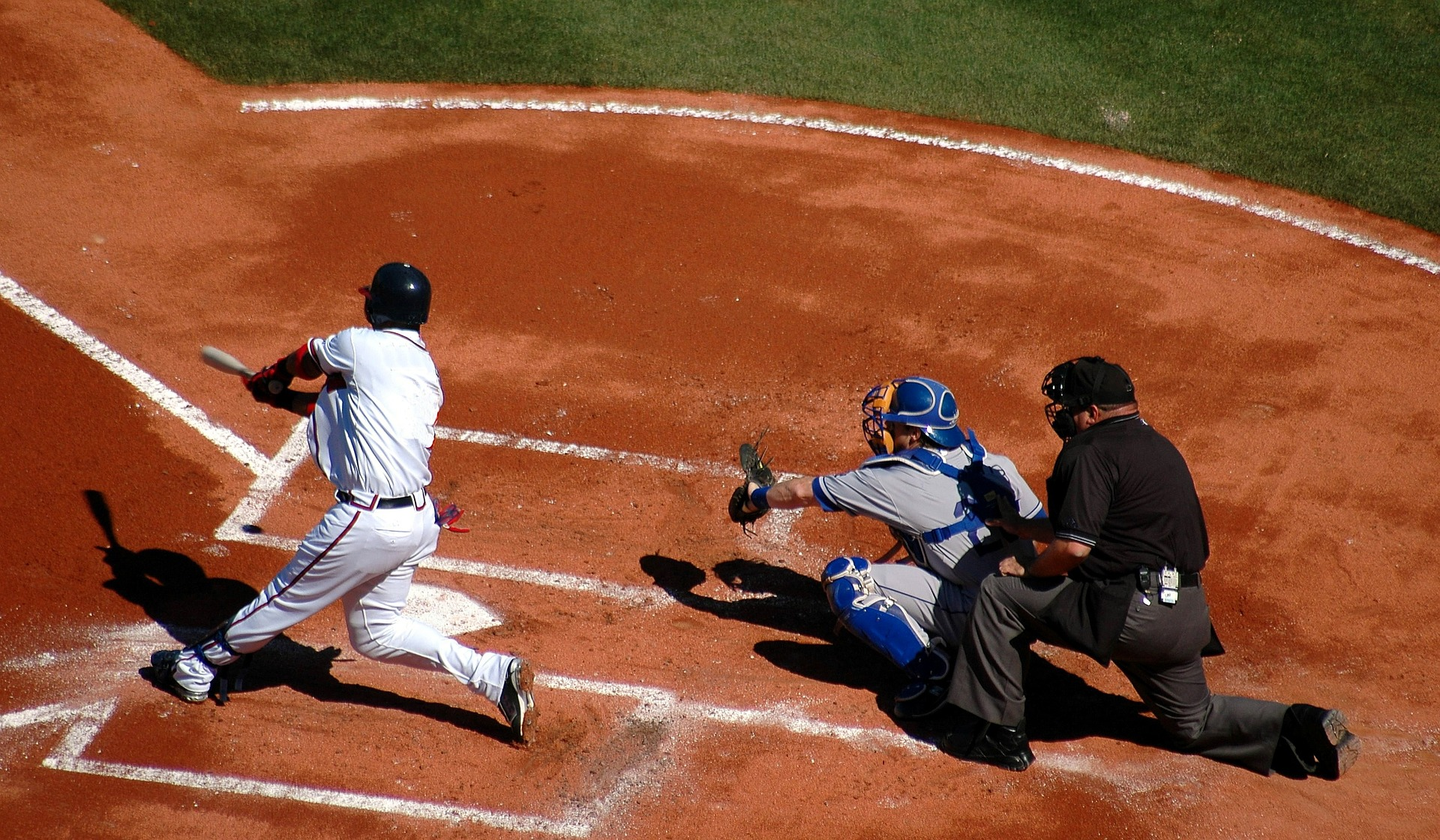 the many different types of players in the game of baseball The passive player the opposite of the competitive player is the passive player, but coaches must recognize the difference between a passive player and a quiet player the smart player this takes us to the next type of player—the smart player.